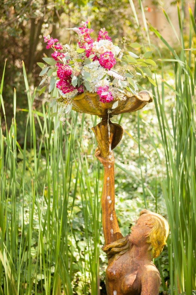 The Mountain Mermaid has a wonderful fountain statue, the perfect spot for these custom florals from Peony and Plum.