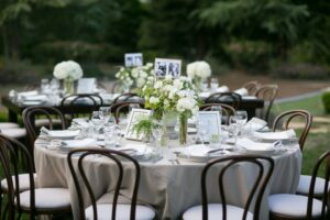 Table setting round table Ashley Tim