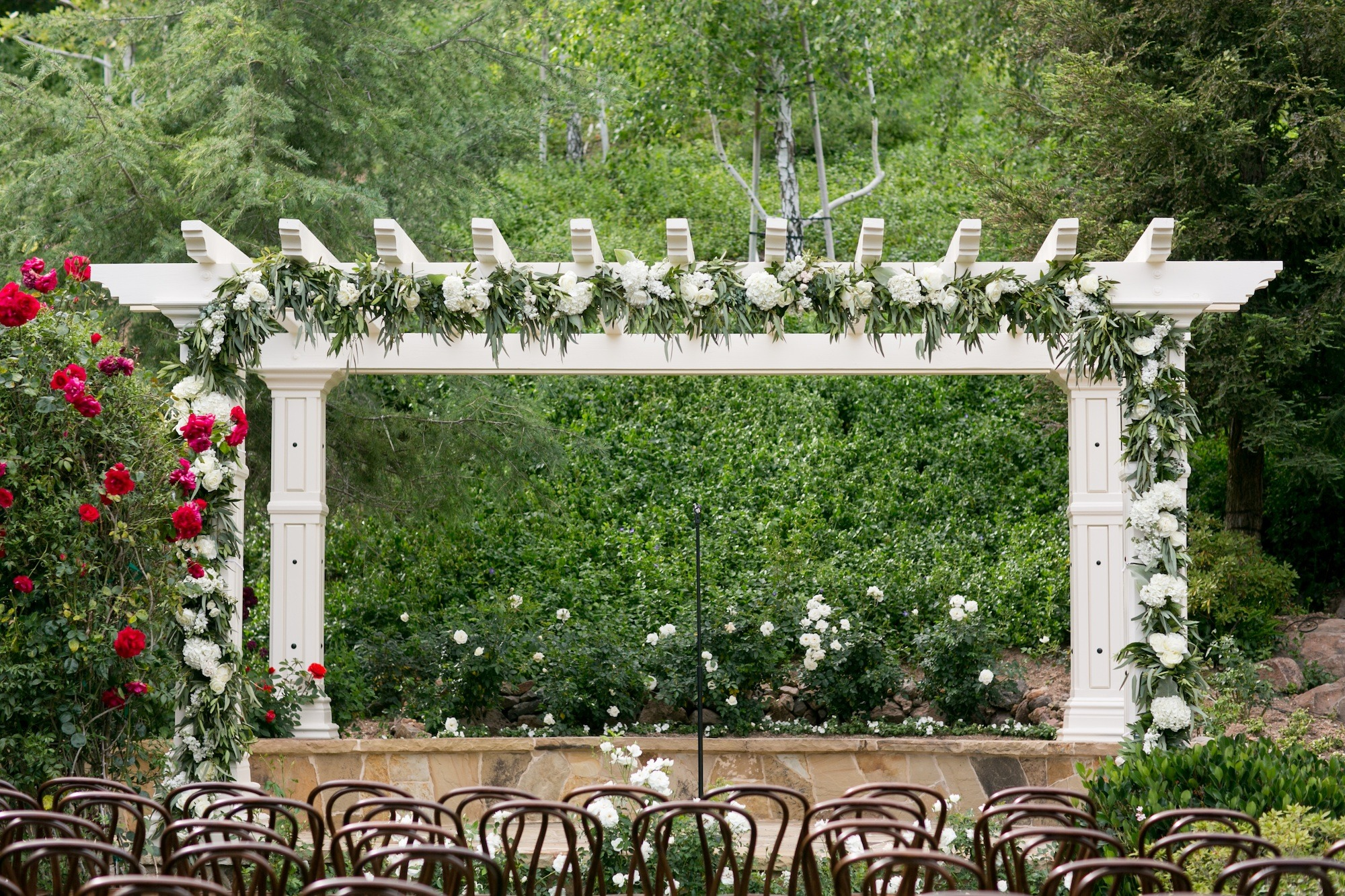 real wedding natural touches backyard glamour no worries event