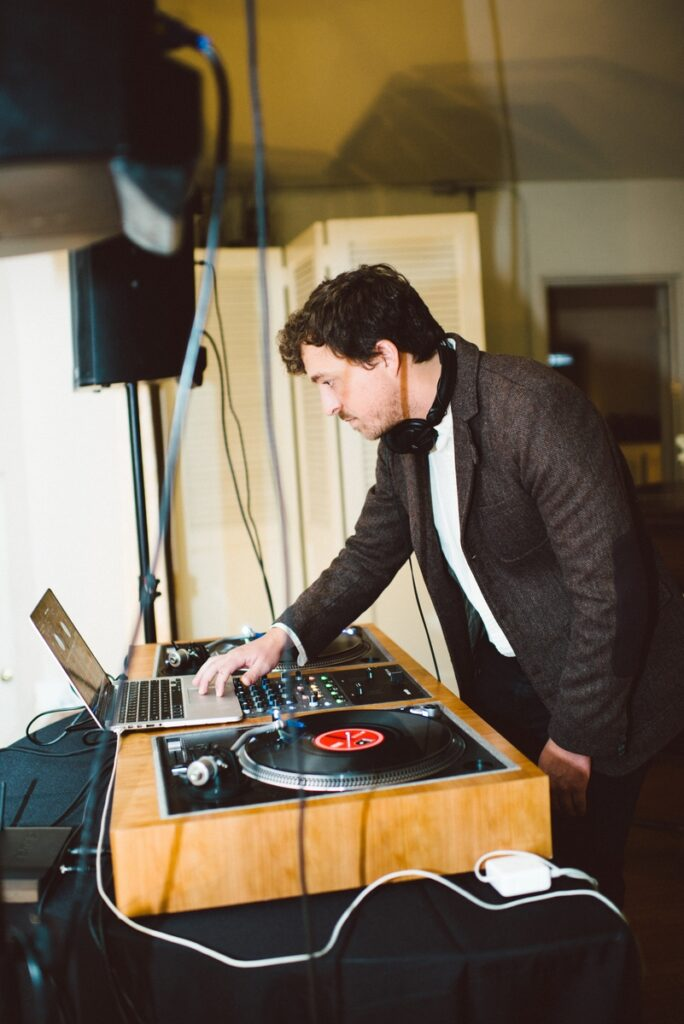 Do not, I repeat, DO NOT, skimp on your music! Here's Dart DJs killing it at a recent No Worries Wedding.