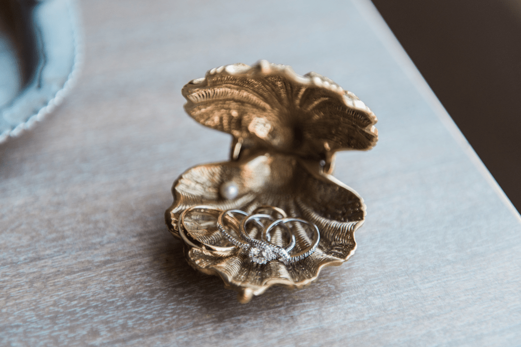 Gold Shell Wedding Ring Box Holder